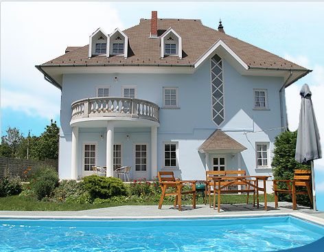 villa neitzer siofok balaton hungary neues ferienhaus mit privat pool kinder pool und klima. Black Bedroom Furniture Sets. Home Design Ideas