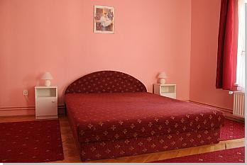 Villa Neitzer Siófok with private pool - Pink room